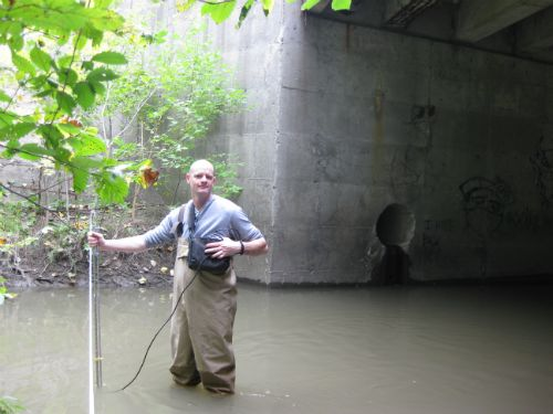 Volunteer measuring flow in Wayne County
